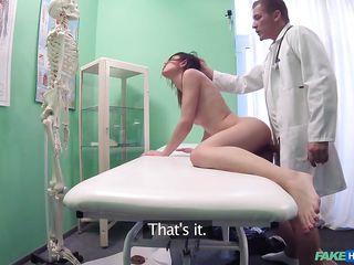 порно сквирт у врача