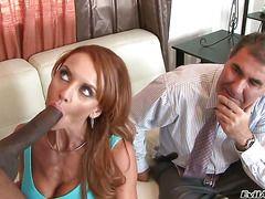 Жена сосет мужу и глотает сперму